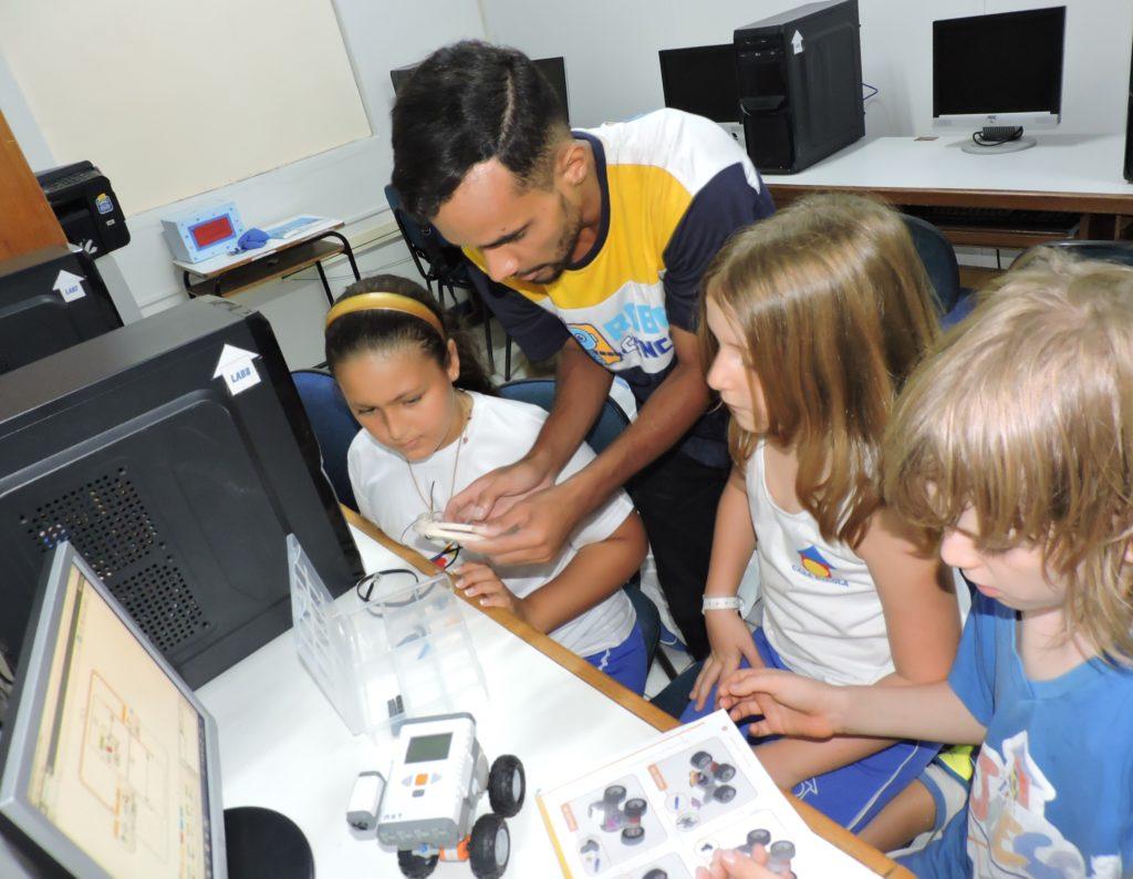 DSCN8078-1024x794 Tecnologia a favor da educação: uma parceria necessária